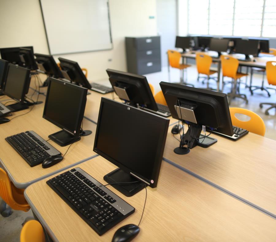 El Departamento de Educación ha cancelado varias subastas para la compra de equipo tecnológico. (GFR Media) (semisquare-x3)