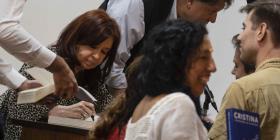 Cristina Fernández presenta su libro en Cuba y dice que su hija está bien