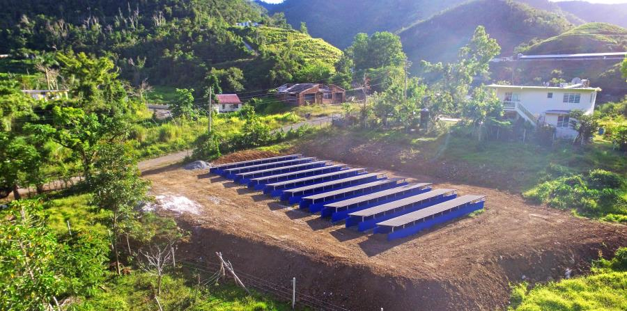 En la casa de Maximino Resto Ortiz y su esposa Francisca Ruiz Vega, se instaló la finca solar que puso a funcionar el acueducto comunitario de Brisas del Torito en la montaña, en Cayey. (Suministrada) (horizontal-x3)