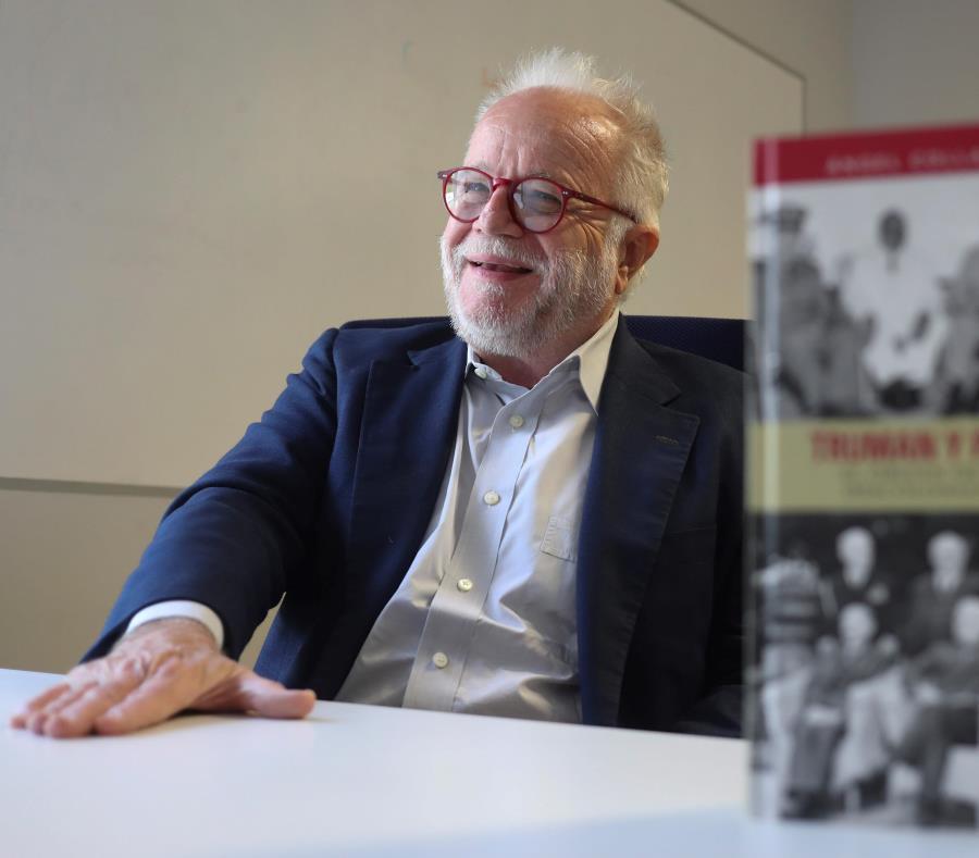 Ángel Collado Schwarz ofrece en su más reciente libro una radiografía del status político