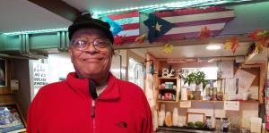 Boricuas en Boston festejan los logros de Alex Cora