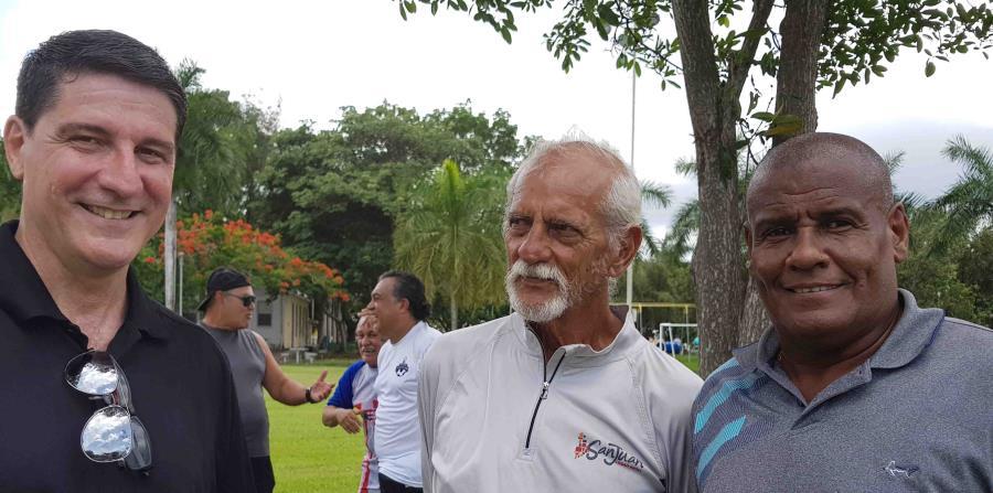 Los Pumas de Roosevelt le rinden homenaje al entrenador Bartolo Cintrón (horizontal-x3)