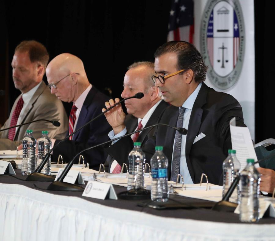En la foto algunos de los miembros de la Junta de Supervisión Fiscal. En el centro su presidente, José Carrión (semisquare-x3)