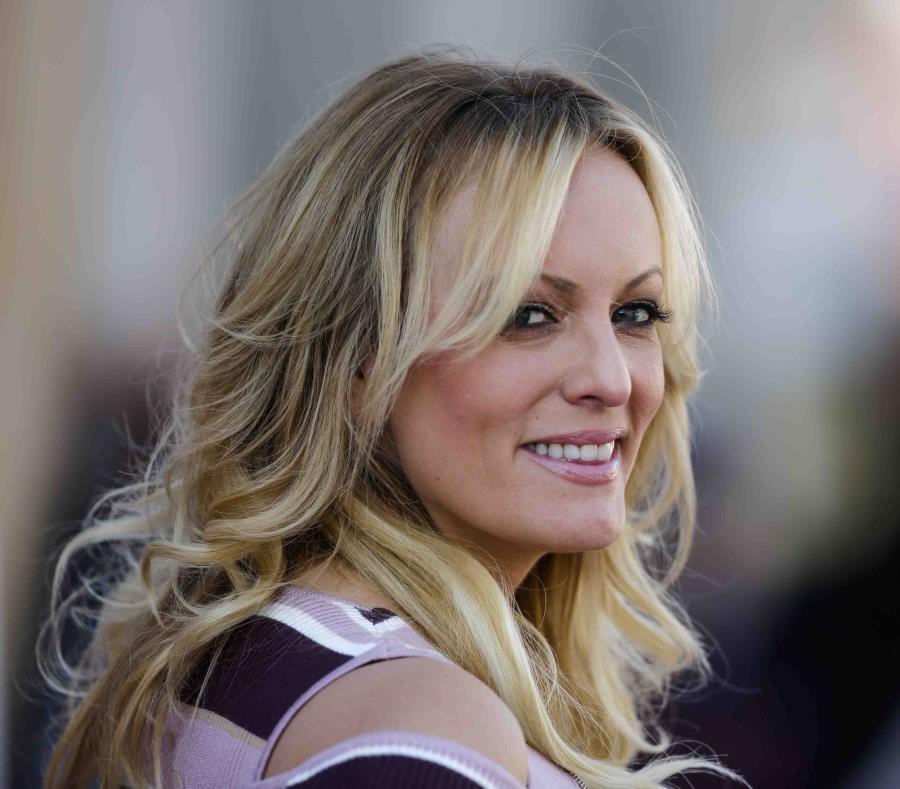La estrella porno Stormy Daniels, quien afirma haber tenido una relación con el presidente Donald Trump. (AP) (semisquare-x3)