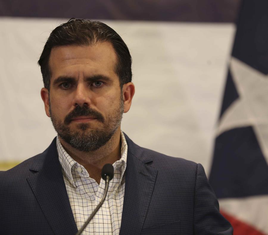 El gobernador Ricardo Rosselló anunció que están estableciendo junto al Departamento del Tesoro estadounidense una línea de crédito de unos $400 millones para facilitar el financiamiento de algunas inversiones bajo la iniciativa de las Zonas de Oportunida (semisquare-x3)
