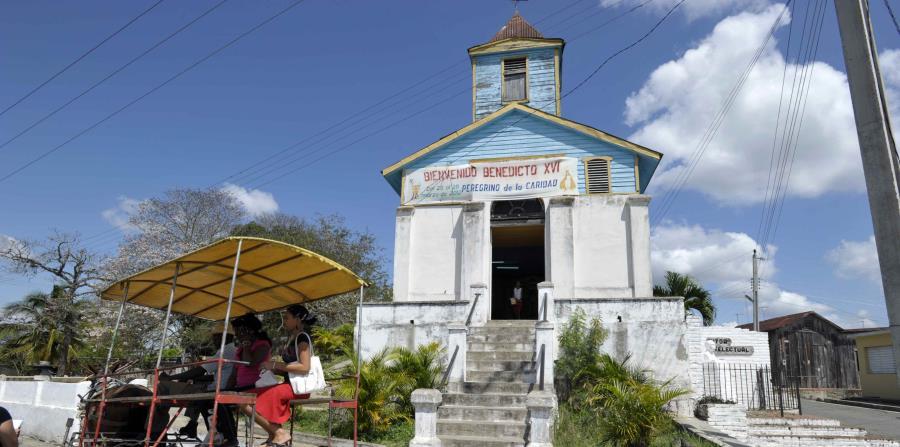 Una iglesia en Santiago de Cuba (horizontal-x3)