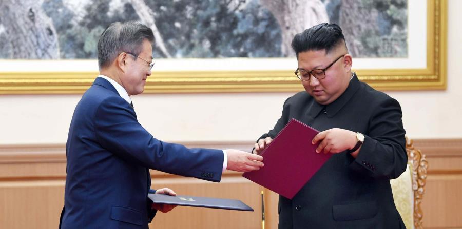 El líder norcoreano, Kim Jong-un y el presidente surcoreano, Moon Jae-in (horizontal-x3)