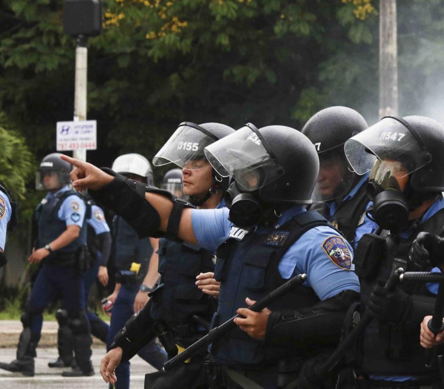Durante la protesta se produjeron diversos enfrentamientos entre las autoridades y y parte de los manifestantes (semisquare-x3)