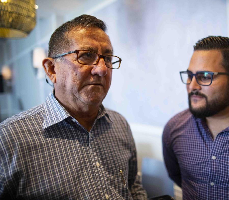 El alcalde de Lares, Roberto Pagán Centeno (izquierda), junto a su nieto Roberto Carlos Pagán. (GFR Media) (semisquare-x3)