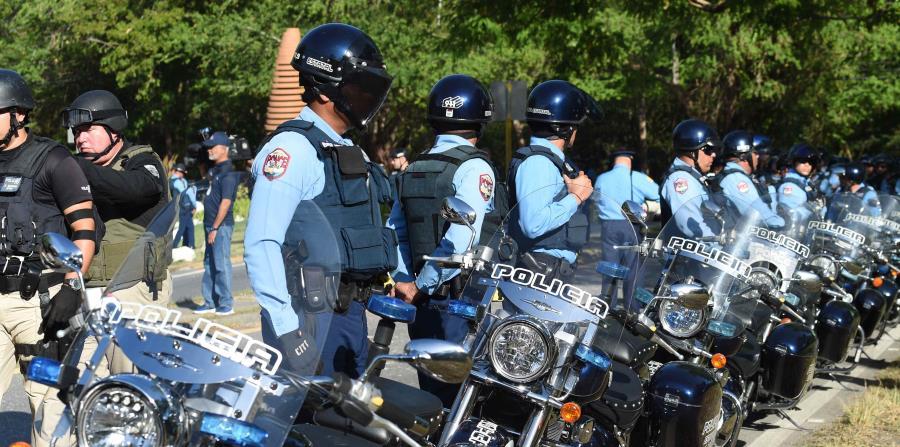 Policías en formación. (horizontal-x3)