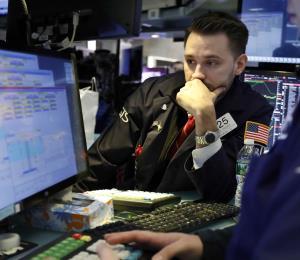 Wall Street cierra con alza marginal por retroceso tardío