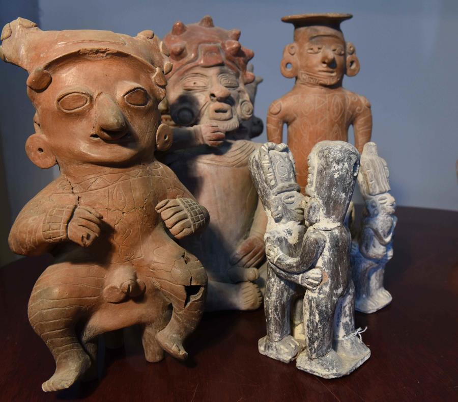 Las piezas pertenecen  a las antiguas culturas de la costa norte del Ecuador y la Bahía de Tumaco al sur de Colombia. (semisquare-x3)