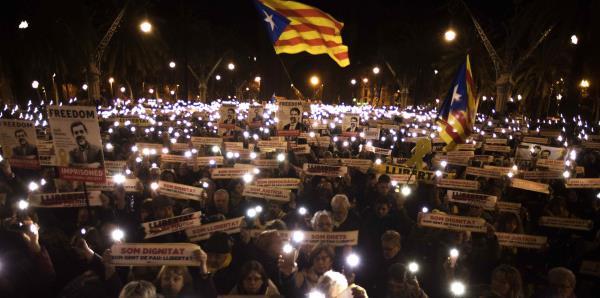 Cataluña inaugura parlamento en medio de crisis secesionista