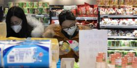 China reporta una nueva baja en los casos de coronavirus