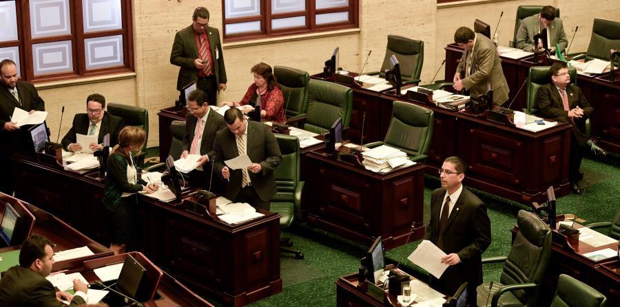 Al aprobarse con enmiendas, el proyecto regresa al Senado. (horizontal-x3)