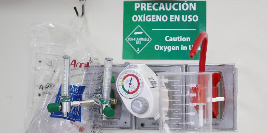 La terapia de oxígeno se usa en casos de hipoxemia (niveles bajos de oxígeno arterial), así como para enfermedades pulmonares obstructivas, neumonías, infartos y embolias. (horizontal-x3)