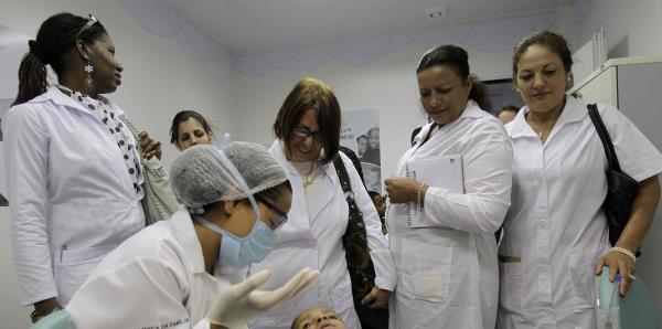 Cuba anuncia la retirada de sus médicos en Brasil