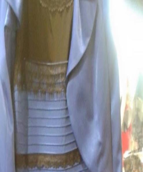 Debate vestido blanco y dorado
