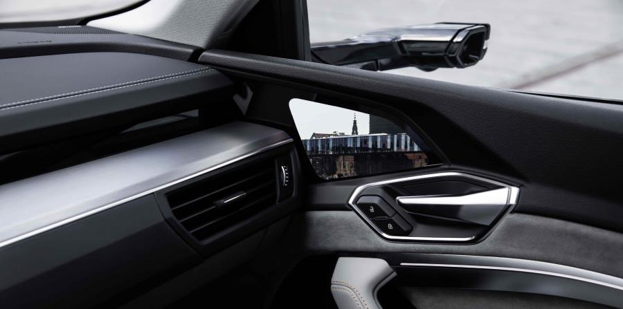 El Virtual Exterior Mirror incluye una cámara exterior y una pantalla OLED de siete pulgadas en el interior del auto.