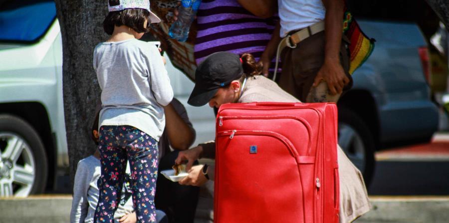 Familias inmigrantes esperan poder ingresar a Estados Unidos luego de su arribo a Tijuana, estado de Baja California (México) (horizontal-x3)