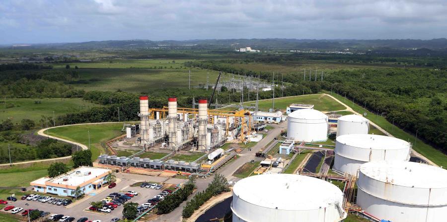 El diesel se usa tanto en motores de vehículos como en la producción de energía, como es el caso de la central Cambalache de la AEE en Arecibo. (horizontal-x3)