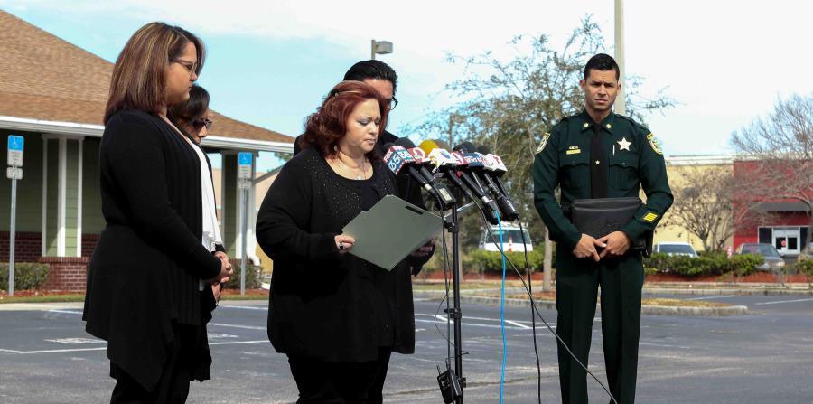 Joselle Zengotita-Torres, hermana de la víctima, mientras hablaba a la prensa sobre el crimen. (Carla D. Martínez / Especial GFR Media) (horizontal-x3)
