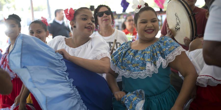 """Al otro lado de la Bahía de San Juan, se celebrará el evento """"De Cataño Pa'las Fiestas""""; con un programa artístico de primera. (horizontal-x3)"""