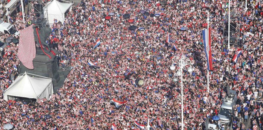 Los croatas inundaron la calles para celebrar a su equipo en la Copa Mundial. (EFE) (horizontal-x3)