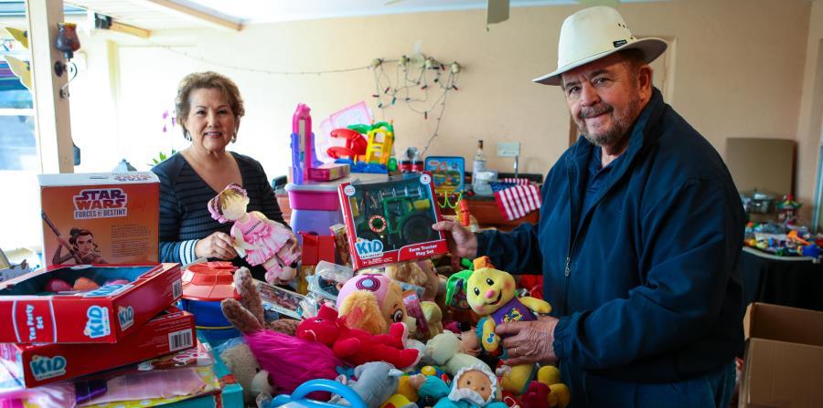 Harry Pecunia es el Santa boricua para los niños pobres en Orlando