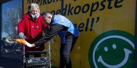 Migrantes en Holanda se convierten en ayudantes para atender la crisis por COVID-19