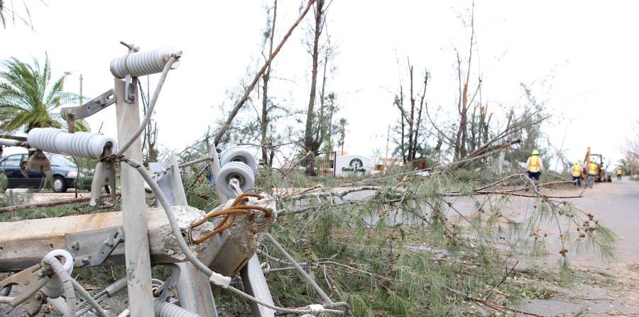 El huracán María provocó un colapso total del sistema de generación y distribución de energía eléctrica a lo largo de todo el país, que, a más de tres semanas del paso del sistema atmosférico, se mantiene en gran parte a oscuras. (horizontal-x3)