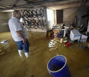 Evacúan a unas 1,700 personas por inundaciones en España