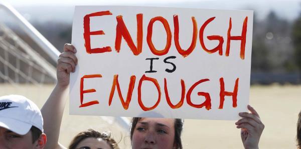Estudiantes toman las calles en EE.UU. en contra de la violencia armada