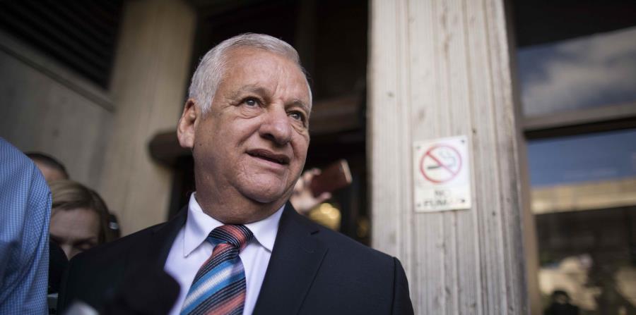 El exalcalde de Guaynabo, Héctor O'Neill, sale del tribunal durante una de las vistas que se ha realizado en el caso criminal que se sigue en su contra. (GFR Media) (horizontal-x3)