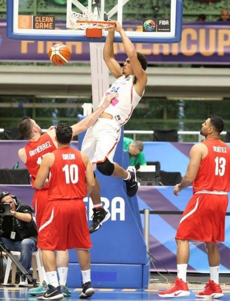 El prometedor canastero Tyler Davis jugó con el Equipo Nacional de Puerto Rico en el AmeriCup de 2017 efectuado en Colombia. (vertical-x1)