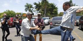 Simpatizantes de Juan Guaidó ocupan la embajada venezolana en Brasil