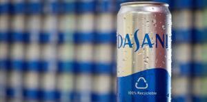 Coca-Cola reacciona a los cambios del mercado al presentar agua enlatada