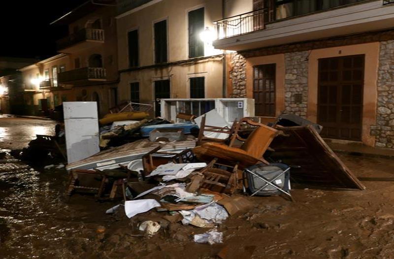 Aumentan a doce los muertos por las inundaciones de la isla de Mallorca (semisquare-x3)