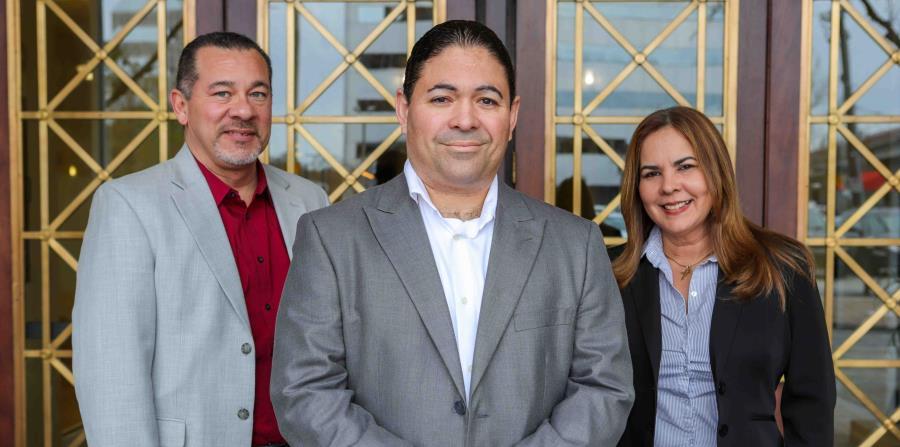 El corredor de bienes raíces Fabio Gómez, Luis Carrasquillo y Zoraida Inglés, presidente y vicepresidenta, respectivamente, de Heroes Family Club, desarrollaron la idea para el complejo de entretenimiento. (horizontal-x3)