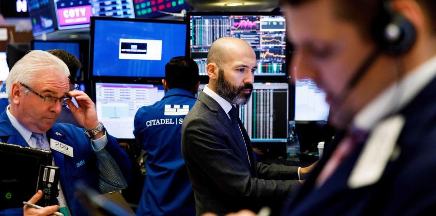 Los precios de los bonos se dispararon, reduciendo su rendimiento, debido a que los inversionistas movieron el dinero a papeles de menor riesgo. (EFE / Justin Lane) (horizontal-x3)