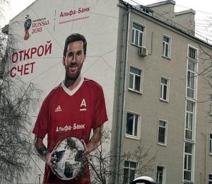 Un grafiti de Messi promociona el Mundial en Rusia