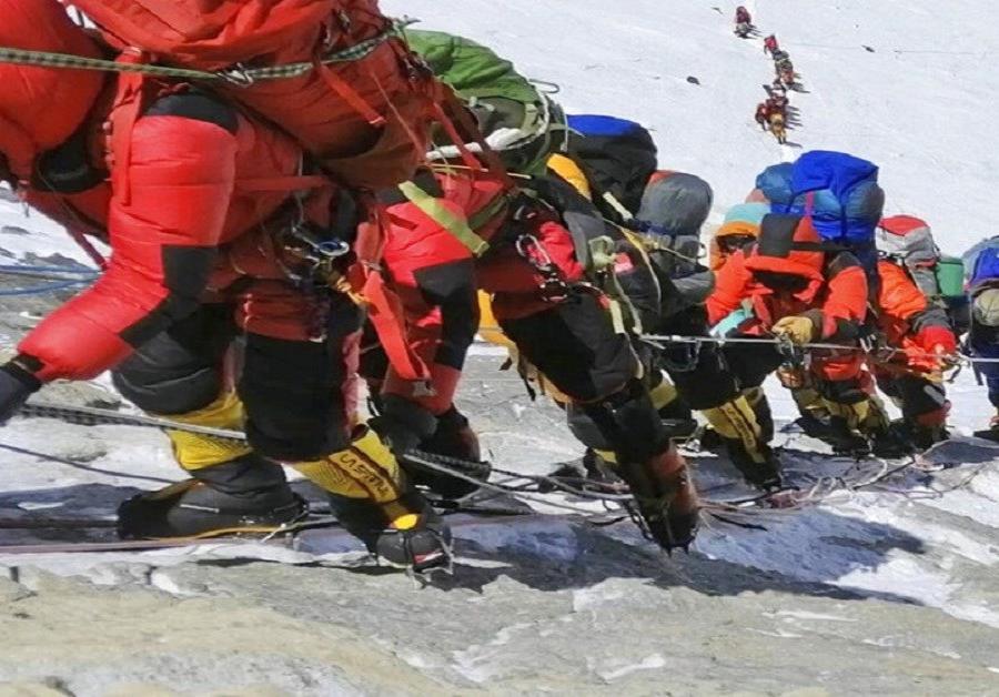 En una semana llegó a 11 el número de muertes registradas en el Everest, por los problemas que genera la congestión de montañistas (semisquare-x3)