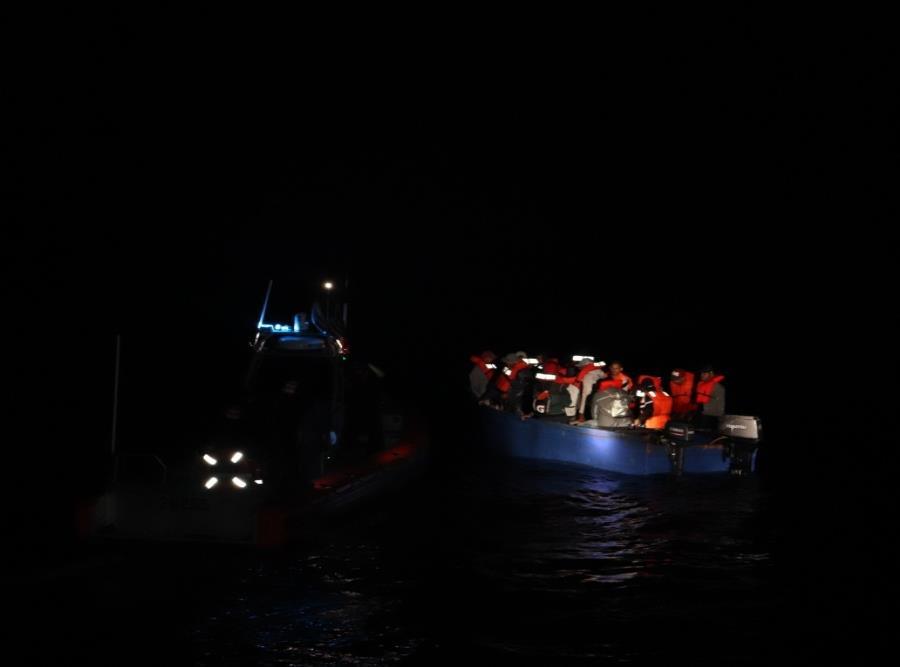 La Guardia Costera interceptó la yola que tenía 25 personas. (Suministrada) (semisquare-x3)