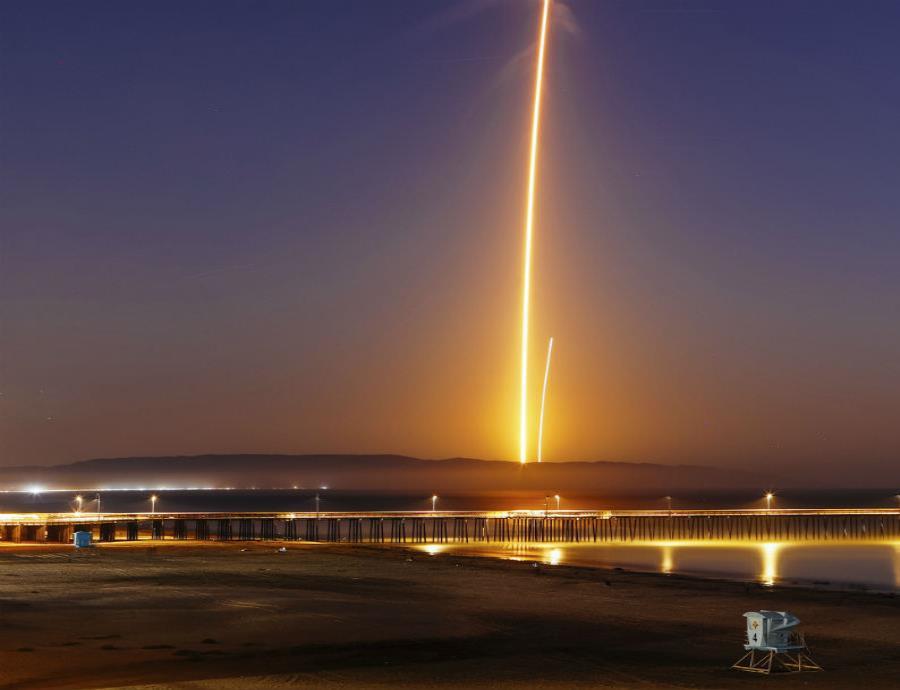 Así fue el espectacular aterrizaje de una nave de SpaceX en California (semisquare-x3)