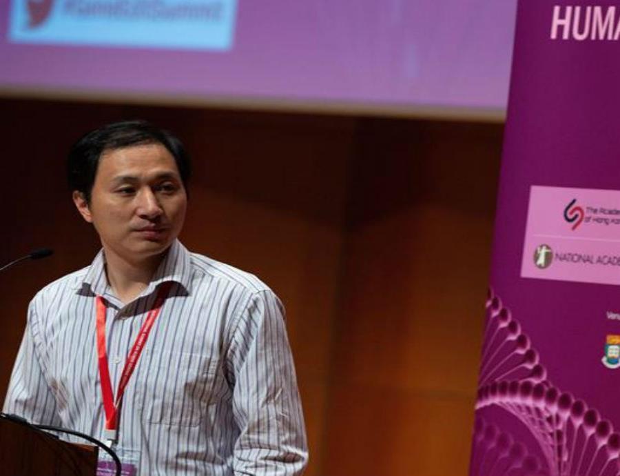 He Jiankui presenta su trabajo en la II cumbre internacional sobre Edición del Genoma Humano en la Universidad de Hong Kong (semisquare-x3)