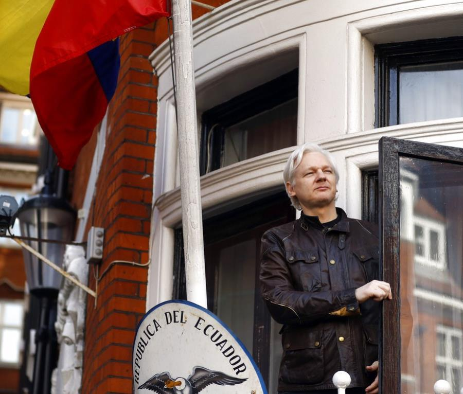 Revelan que Julian Assange intentó obtener la visa rusa para escapar del Reino Unido (semisquare-x3)