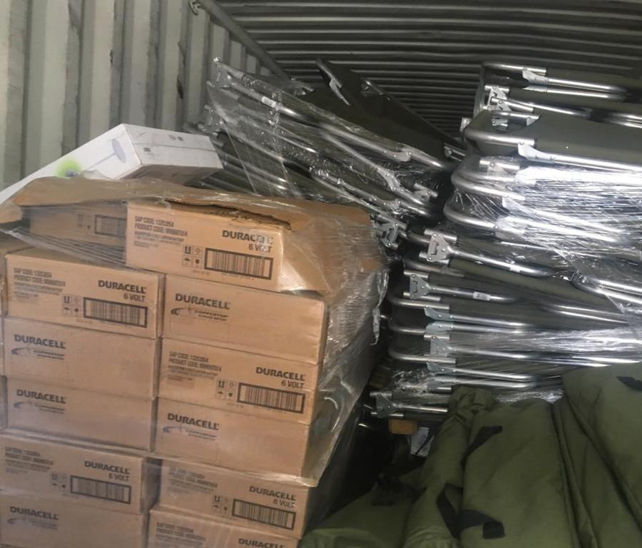 En la imagen se observa cómo luce el interior del vagón con suministros que intentaron robar en Toa Alta. (Suministrada) (semisquare-x3)