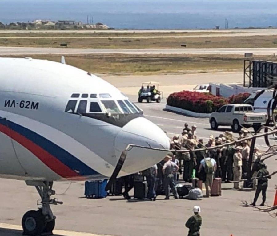 Dos aeronaves militares rusas con casi un centenar de funcionarios aterrizaron en el aeropuerto de Maiquetía (semisquare-x3)