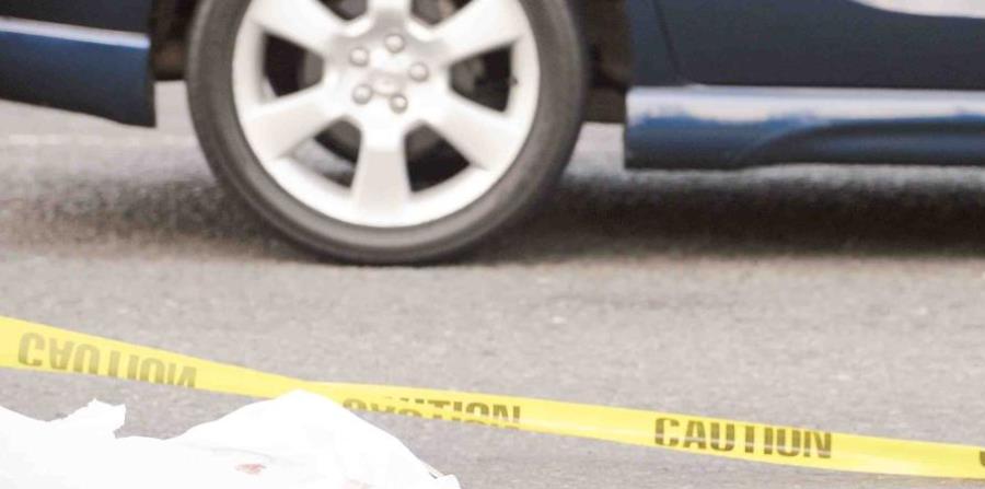 cadáver cerca de auto (horizontal-x3)