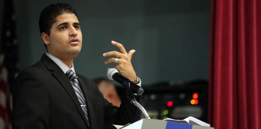 El secretario del Trabajo, Carlos Saavedra, explicó las razones por la que los desempleados no pueden acceder a la ayuda de FEMA. (horizontal-x3)
